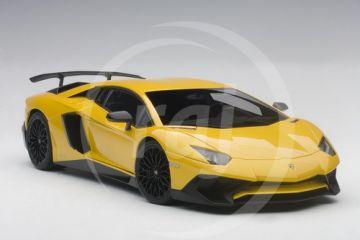 1:18 LAMBORGHINI AVENTADOR LP750-4 SV 2015 (new giallo orion/metallic yellow)